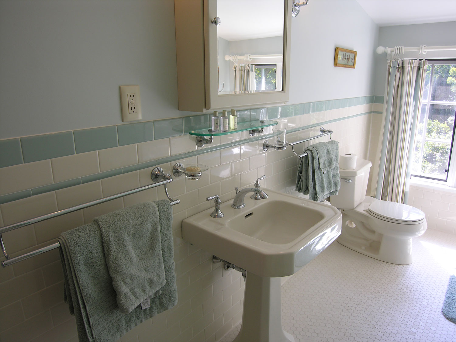 Sgs interiors historical home gets a bathroom remodel for Historic bathroom remodel